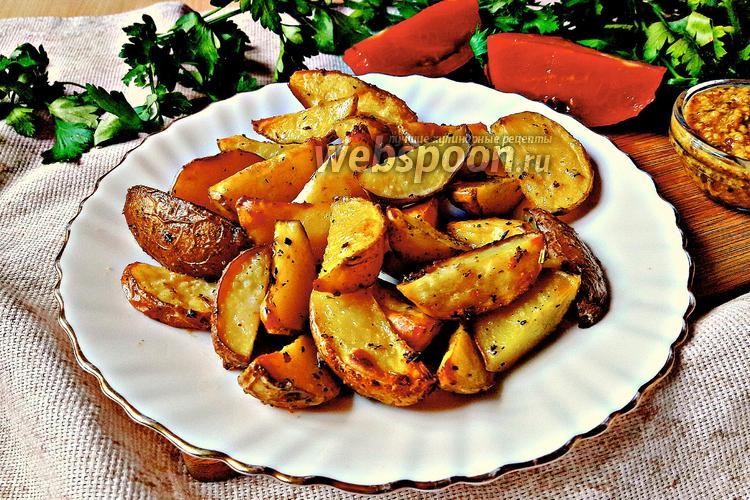 Фото Молодой картофель с чесноком и травами