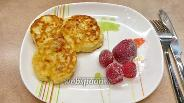Фото рецепта Сырники из двух видов творога с изюмом