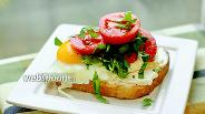 Фото рецепта Сытный тост с творожным сыром и яичницей
