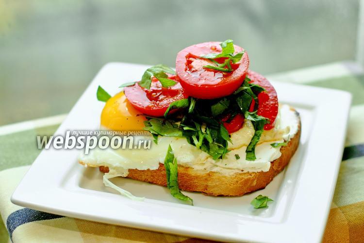 Фото Сытный тост с творожным сыром и яичницей