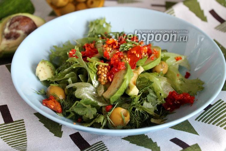 Фото Салат с зеленью, авокадо, оливками