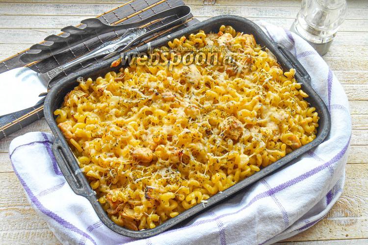 Фото Сырная запеканка из макарон с курицей под сливочным соусом