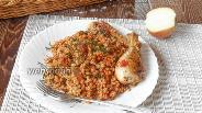Фото рецепта Перловка с куриными ножками на сковороде