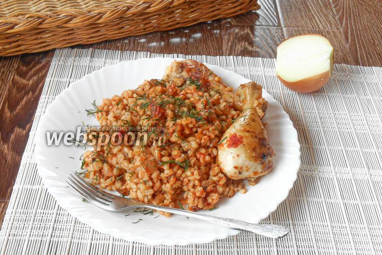 Фото Перловка с куриными ножками на сковороде