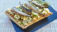 Фото рецепта Бутерброд со скрэмблом и шпротами