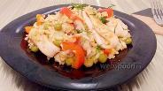 Фото рецепта Рис с кальмарами, зелёным горошком и сладким перцем