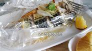 Фото рецепта Скумбрия, запечённая в рукаве с луком и лимоном