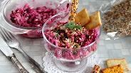 Фото рецепта Салат со свёклой, маринованным луком и курицей