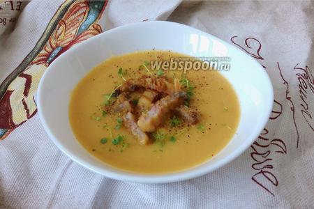 Фото рецепта Крем-суп гороховый со шкварками и микрозеленью