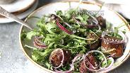 Фото рецепта Салат из куриной печени с рукколой