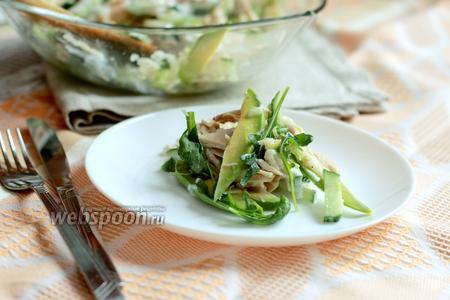 Фото рецепта Салат из курицы, авокадо и яблока