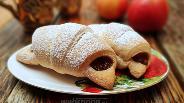 Фото рецепта Круассаны с двойной яблочной начинкой