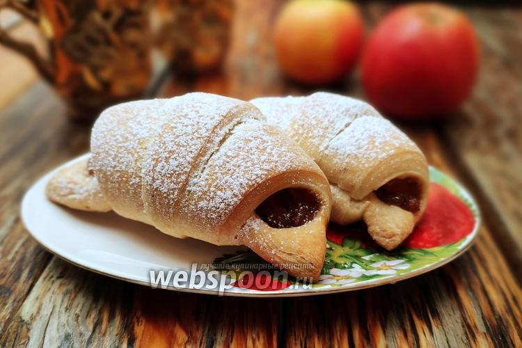 Фото Круассаны с двойной яблочной начинкой