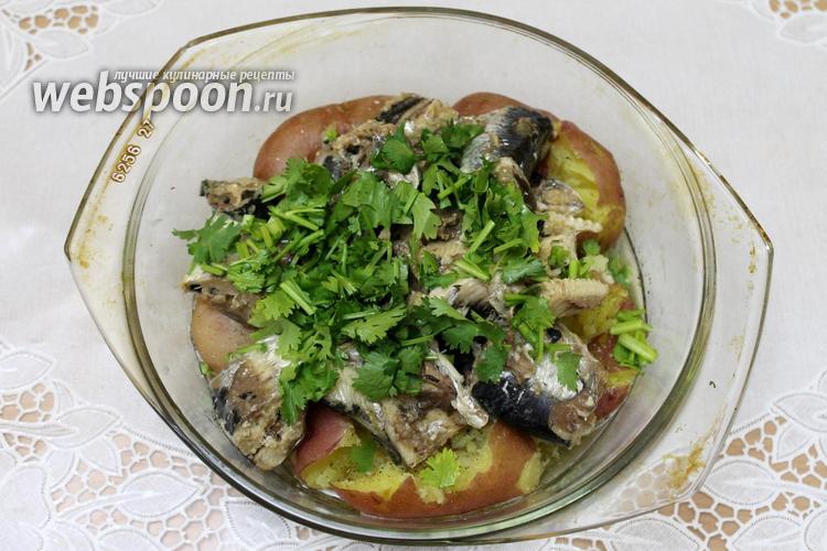 Фото Консервированная сайра с картофелем в микроволновке