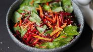 Фото рецепта Тыквенно-свекольный салат со шпинатом