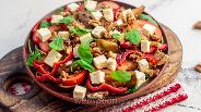 Фото рецепта Тёплый салат с баклажанами, фетой и грецкими орехами