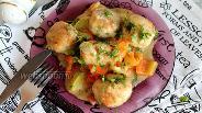 Фото рецепта Куриные фрикадельки в овощном соусе