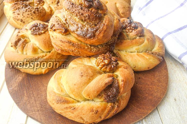 Фото Сдоба с халвой и грецким орехом