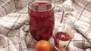 Фото рецепта Компот из клубники, мандарина и вишни