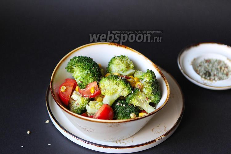 Фото Салат с брокколи, кукурузой и семечками