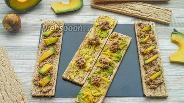 Фото рецепта Полезные бутерброды с консервированным тунцом и авокадо