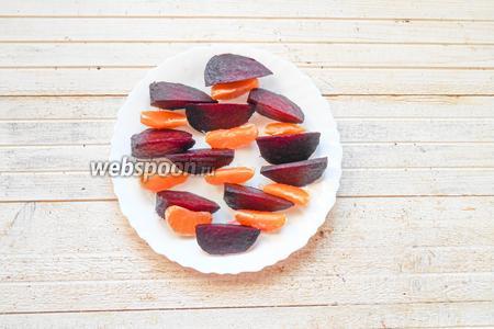 Салат с запечённой свёклой, мандаринами и орехами