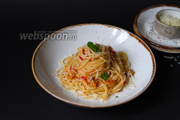 Фото Спагетти с баклажанами, помидорами и пармезаном