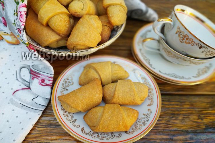 Фото Рогалики с вареньем и орехами