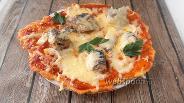 Фото рецепта Кето пицца с сардинами и маринованным луком