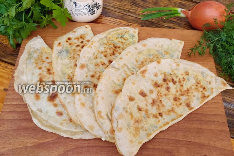 Фото Лепёшки афарар с адыгейским сыром и зеленью