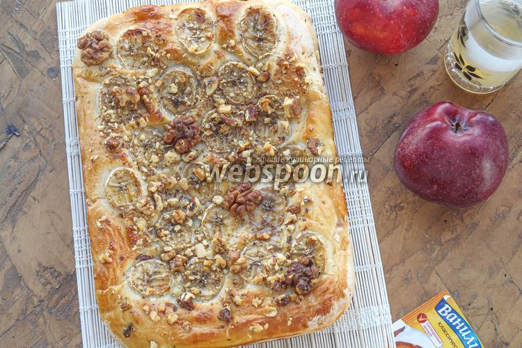 Фото Пирог из дрожжевого теста с бананами, грецкими орехами и ванилью