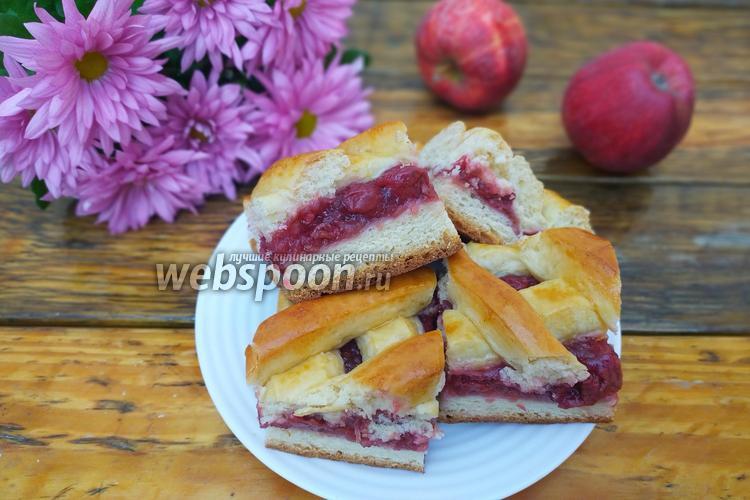 Фото Сдобный пирог с яблочно-вишневой начинкой