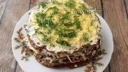 Фото рецепта Печёночный торт с майонезом из сливочного масла и пармезаном