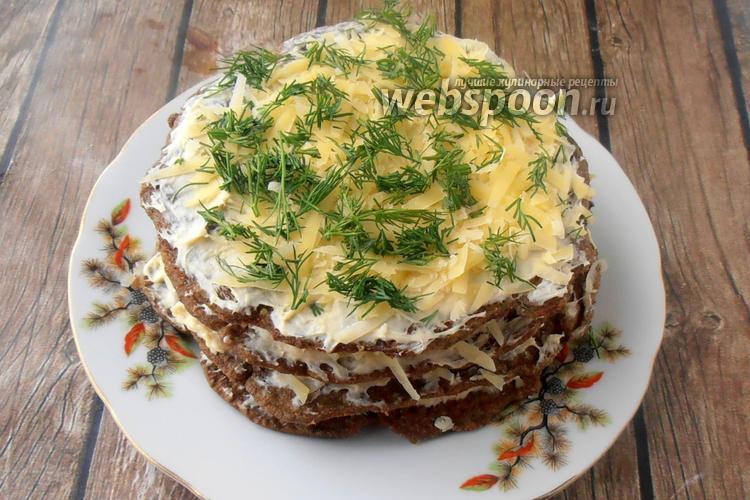Фото Печёночный торт с майонезом из сливочного масла и пармезаном