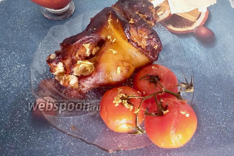 Фото Рулька с аджикой и помидорами в духовке