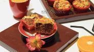 Фото рецепта Шоколадные маффины под хрустящей шапочкой