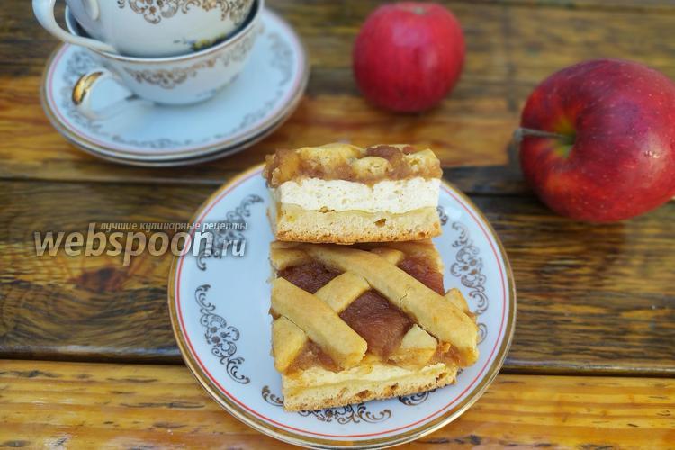 Фото Песочный пирог на растительном масле с творогом и яблоками