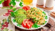 Фото рецепта Яичница-болтунья с зелёным горошком
