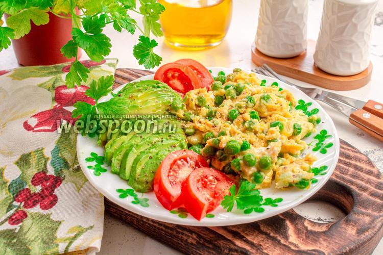 Фото Яичница-болтунья с зелёным горошком