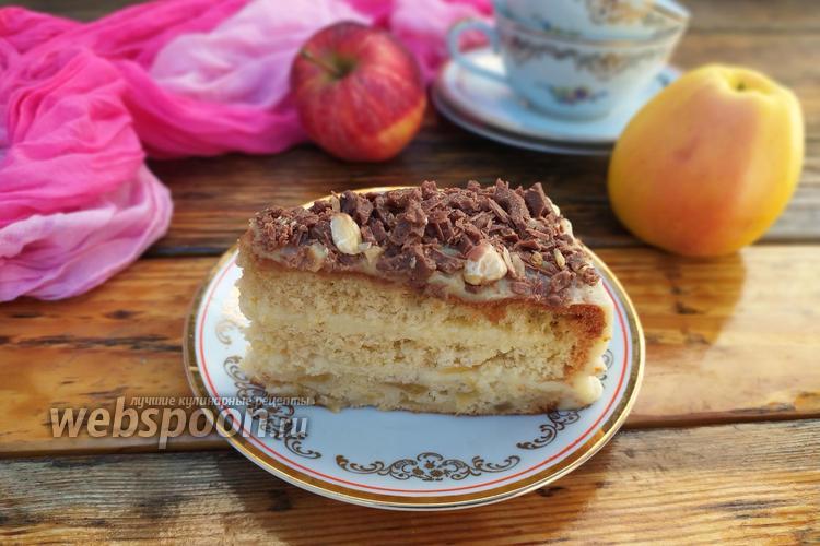 Фото Бисквитный яблочный торт с заварным кремом