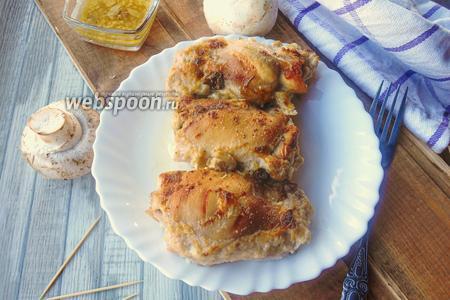 Фото рецепта Куриные рулетики с грибной начинкой в молочно-чесночном соусе