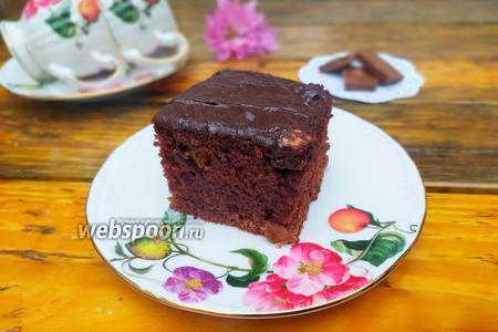 Фото рецепта Влажный шоколадный пирог с изюмом на кефире