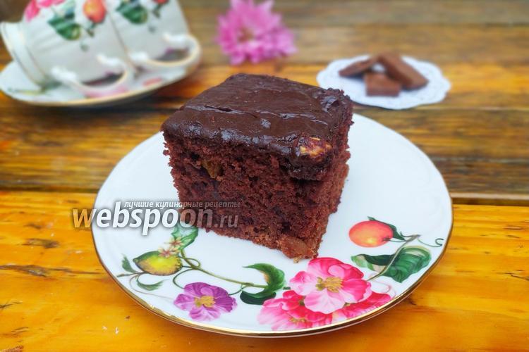 Фото Влажный шоколадный пирог с изюмом на кефире