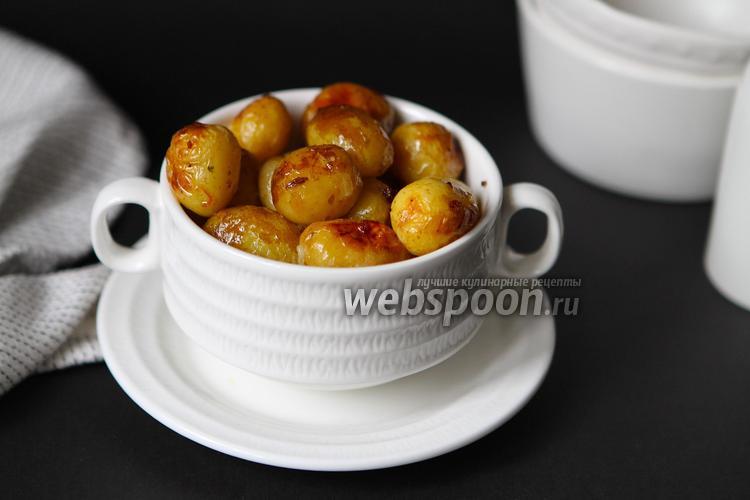 Фото Молодой картофель запечённый с чесноком в духовке в фольге