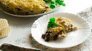 Фото рецепта Закусочный вафельный торт с курицей, грибами и сыром