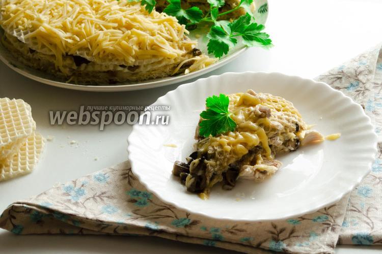 Фото Закусочный вафельный торт с курицей, грибами и сыром