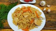 Фото рецепта Вермишель с куриным филе, луком и морковью на сковороде