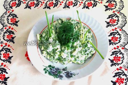Салат из зелени с яйцом и домашним майонезом
