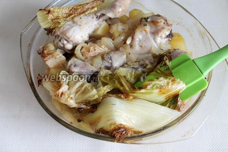 Куриные голени, запеченные с картофелем и пекинской капустой