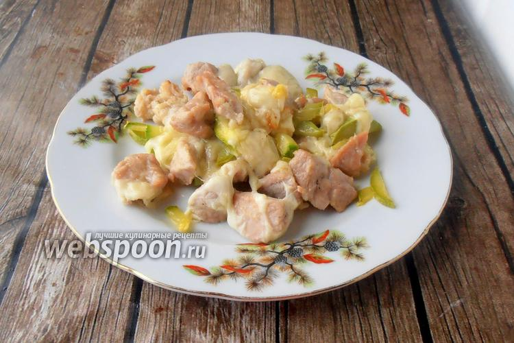Фото Запечённые кабачки со свининой и моцареллой